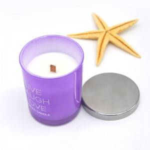 Eco-friendly scented candles with metal lid