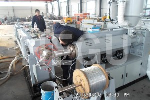 PE electric conduit making machine with steel wire