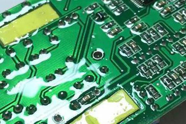 Why do PCB board need to use three anti – paint?