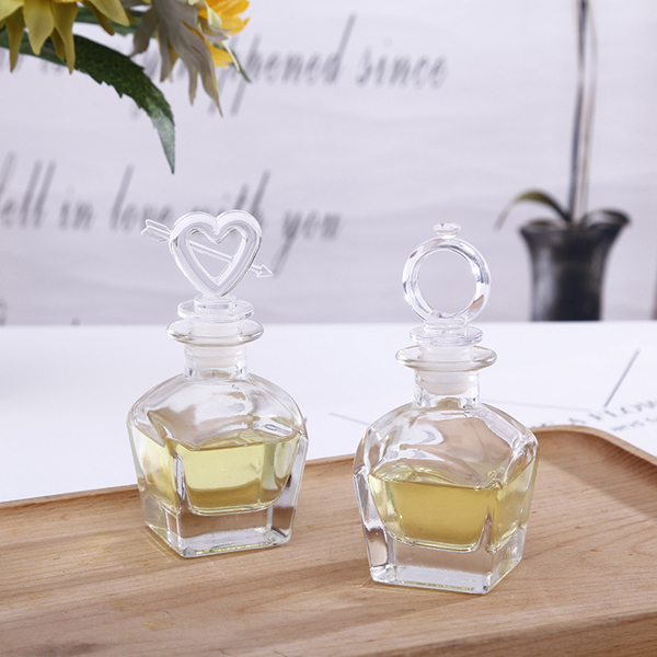 Empty glass reed diffuser bottle 50ml wholesale glass perfume diffuser bottle Featured Image