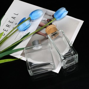Wholesale flat square reed diffuser glass bottle with lid 100ml 150ml