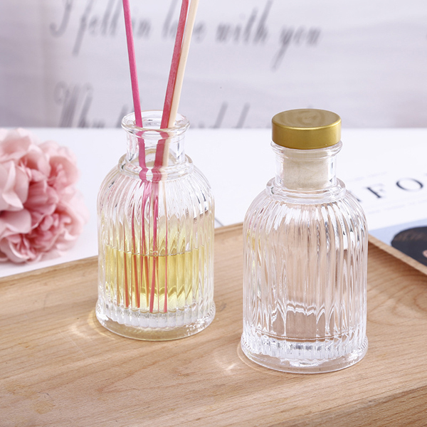 wholesale no fire room aroma bottle glass 100ml fragrance diffuser glass bottle with aluminum cap and rattan sticks Featured Image
