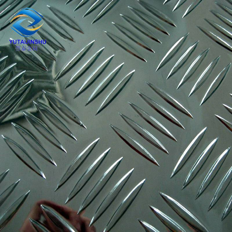1050 H14 0.7mm-12mm thick aluminum checkered plate for decoration Featured Image