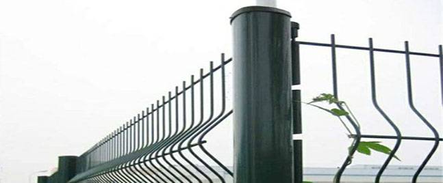 What points should be paid attention to when installing the peach-shaped column fence?