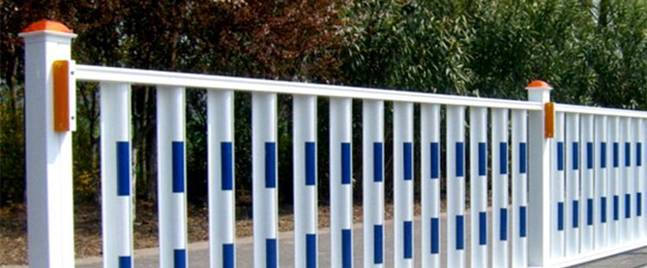 What requirements need to be met to use road fence?